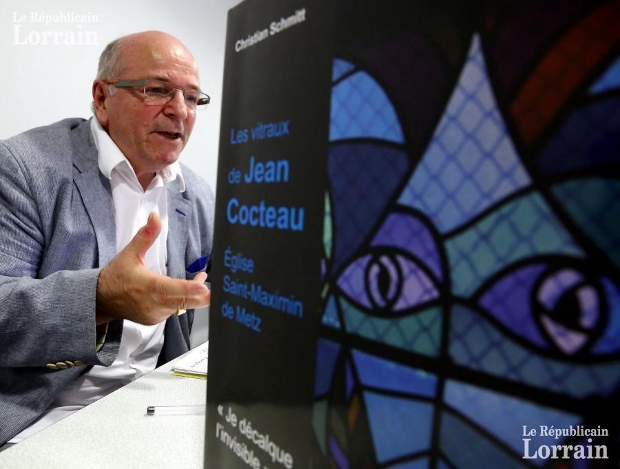 X bras leves veut rendre vivante l histoire imaginee par jean cocteau par le biais des vitraux de l eglise saint maximin de metz photo maury golini 1470836108